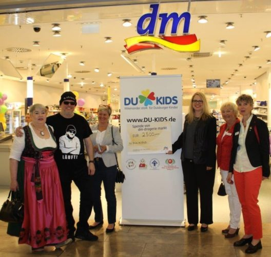 DU_KIDS_dm_Kassieraktion_mit_Markus_Krebs_Mai_2017_Forum[1]
